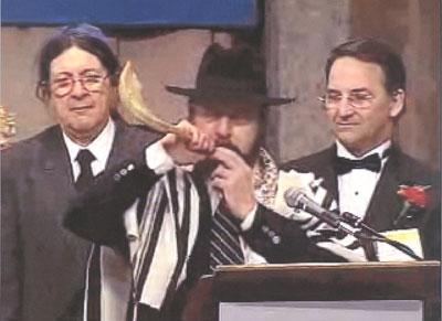 Rabbi Waldheim blows the shofar