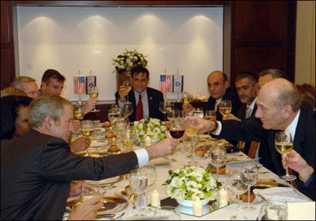 Bush toasts Israeli Prime Minister Olmert