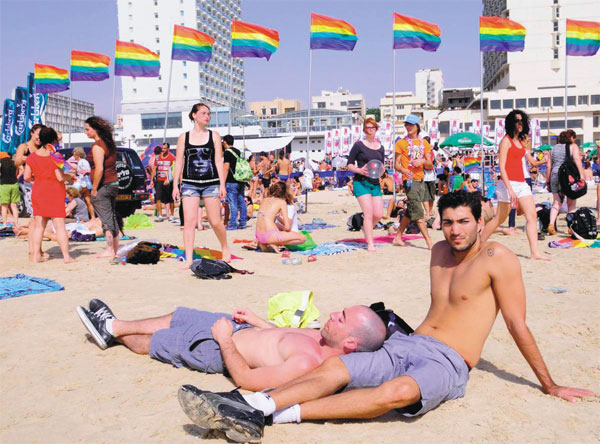 Israeli homosexuals flock to beach