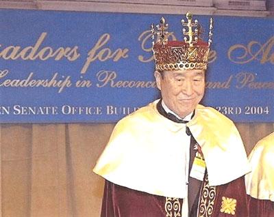 Reverend Moon wears his crown